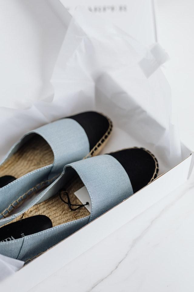 Het kopen van schoenen
